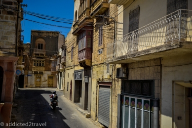wąskie uliczki Gozo