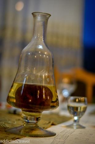 palinca - bardzo mocny owocowy alkohol
