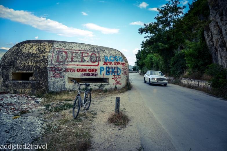 bunkry i mercedesy - wizytówka Albanii