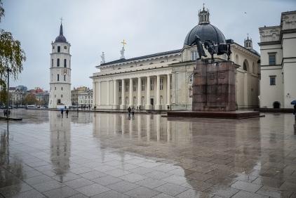 Plac Katedralny z pomnikiem Giedymina